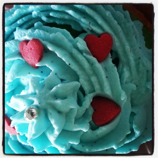 gâteau d'anniversaire (fait 100% par moi) 49b69410