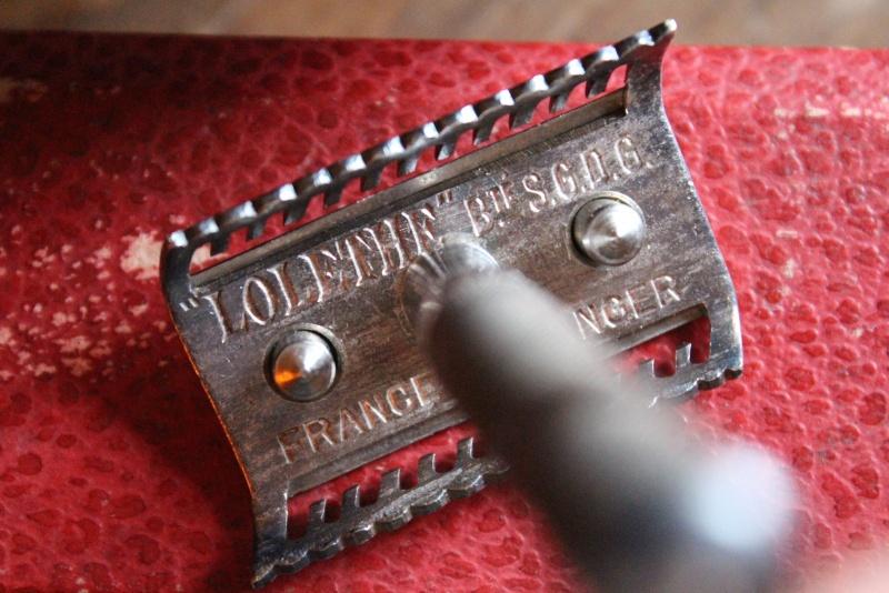 """""""LOLETHE"""" Breveté SGDG, un rasoir à peigne en trapèze Img_0914"""