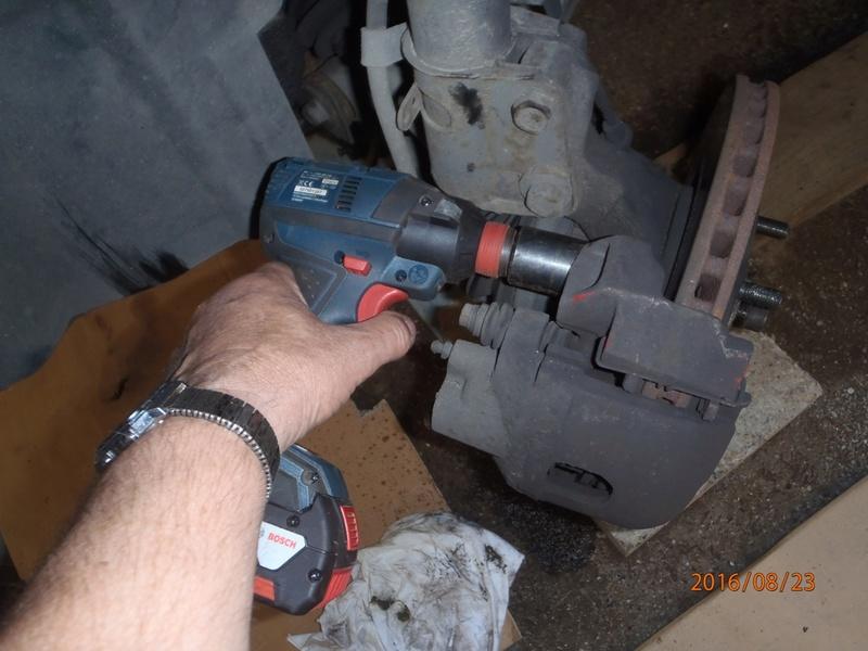 Train avant, démontage et révision, Frein, roulement, rotule, transmission.... P8230018