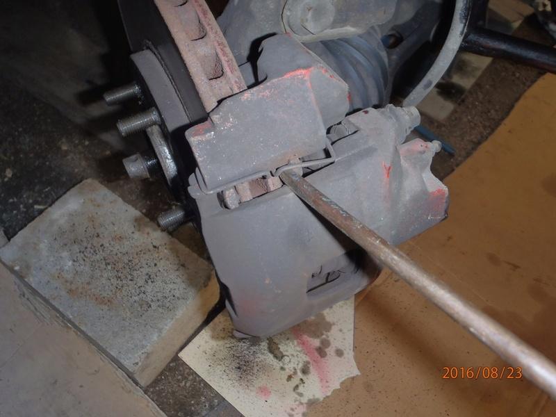Train avant, démontage et révision, Frein, roulement, rotule, transmission.... P8230019