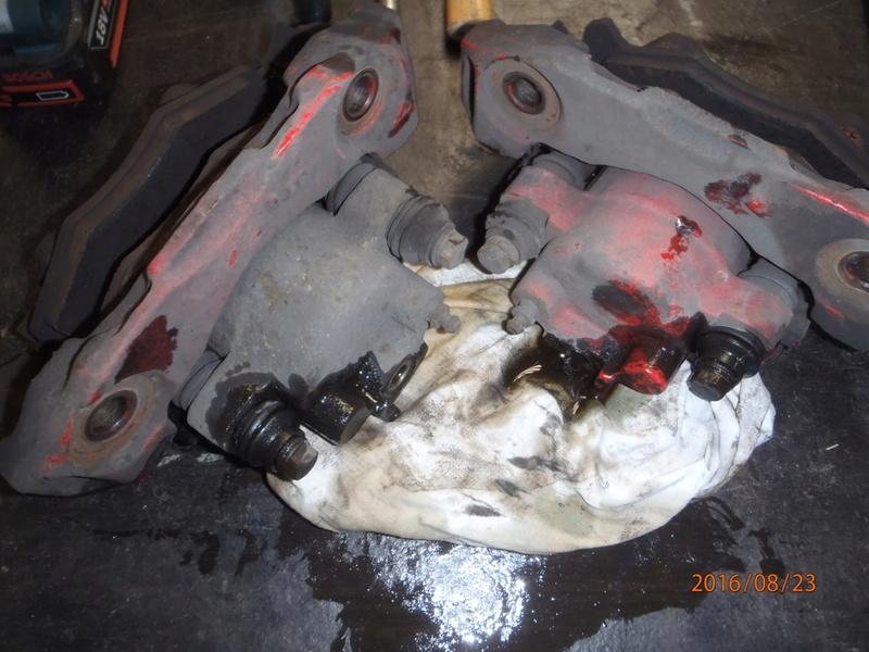 Train avant, démontage et révision, Frein, roulement, rotule, transmission.... P8230020