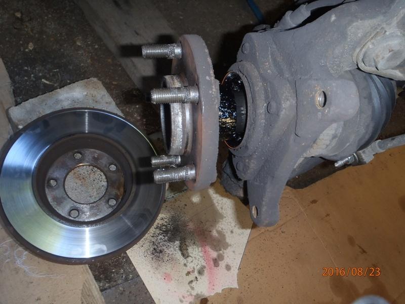 Train avant, démontage et révision, Frein, roulement, rotule, transmission.... P8230022