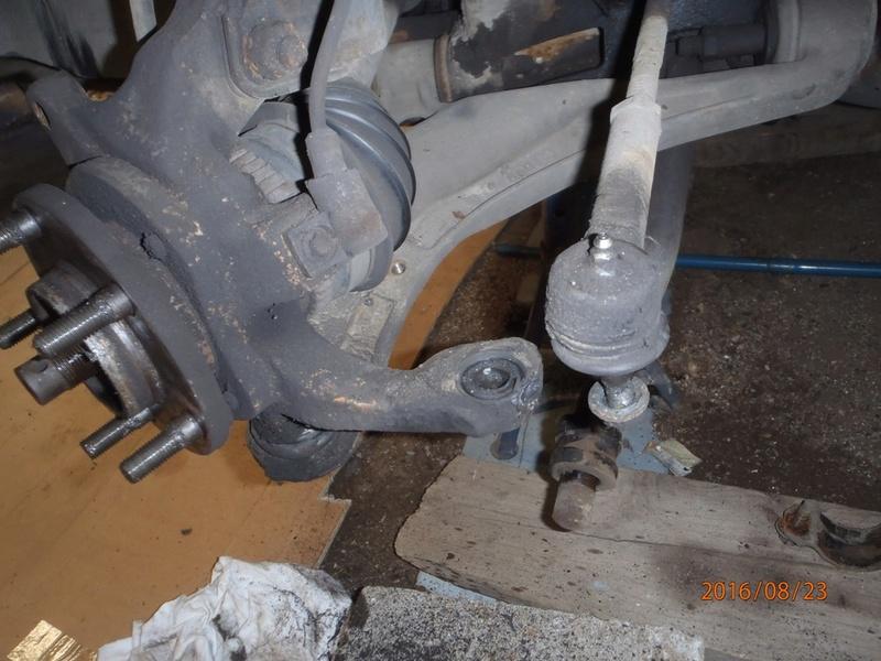 Train avant, démontage et révision, Frein, roulement, rotule, transmission.... P8230028