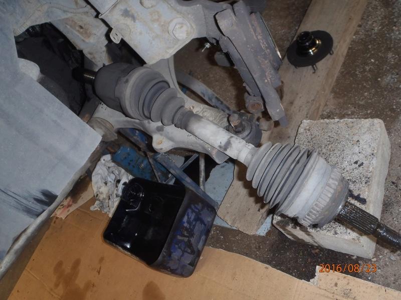 Train avant, démontage et révision, Frein, roulement, rotule, transmission.... P8230035