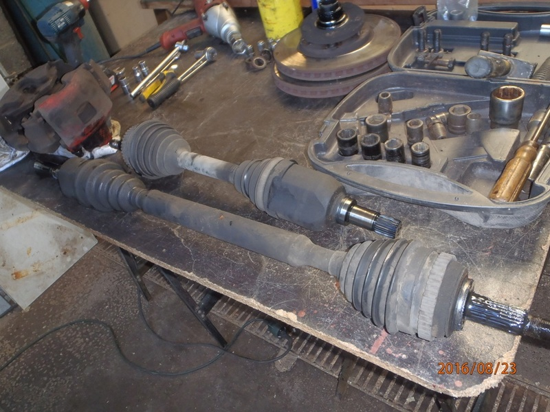 Train avant, démontage et révision, Frein, roulement, rotule, transmission.... P8230036