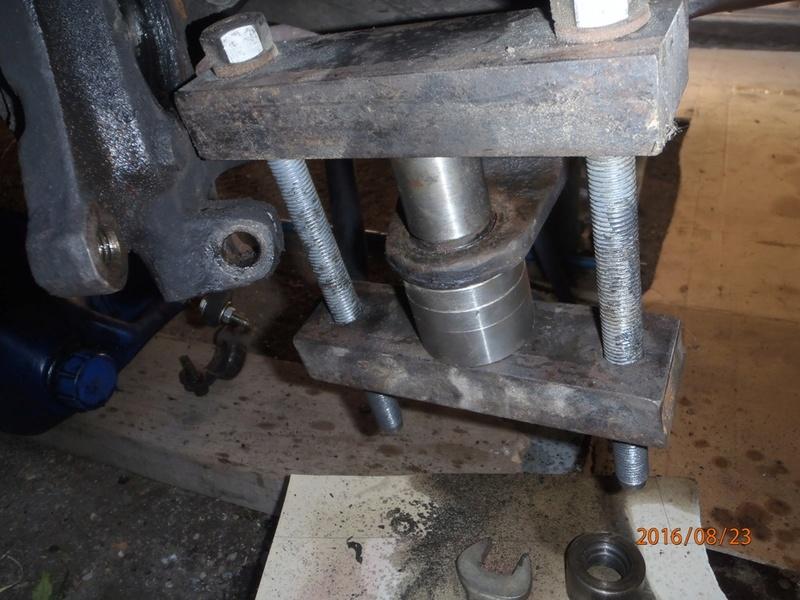 Train avant, démontage et révision, Frein, roulement, rotule, transmission.... P8230043