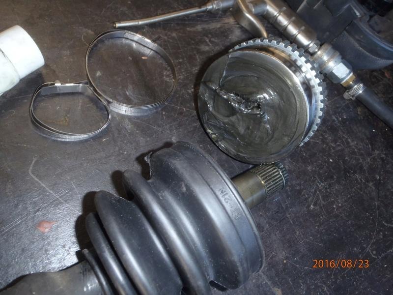 Train avant, démontage et révision, Frein, roulement, rotule, transmission.... P8230050