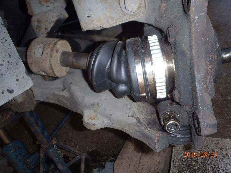 Train avant, démontage et révision, Frein, roulement, rotule, transmission.... P8230052