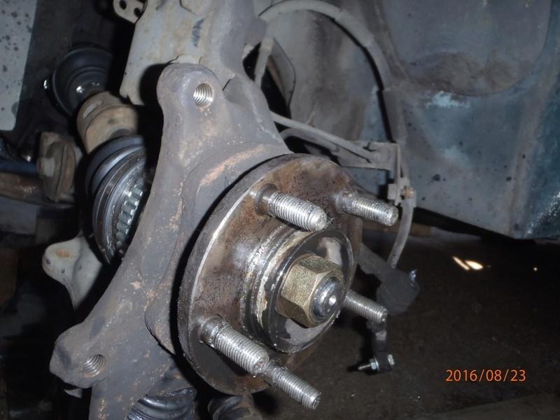 Train avant, démontage et révision, Frein, roulement, rotule, transmission.... P8230054