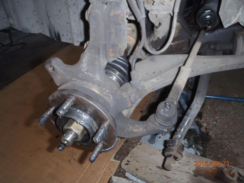 Train avant, démontage et révision, Frein, roulement, rotule, transmission.... P8230056