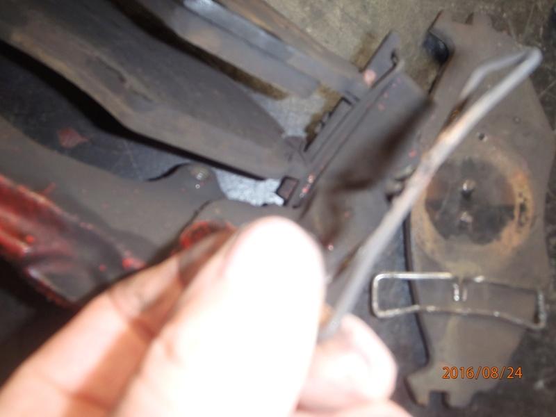 Train avant, démontage et révision, Frein, roulement, rotule, transmission.... P8240011