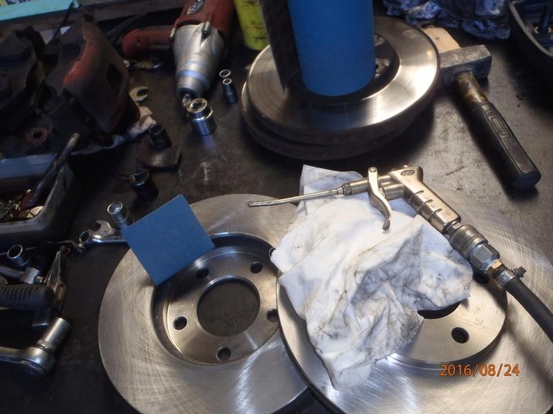 Train avant, démontage et révision, Frein, roulement, rotule, transmission.... P8240015
