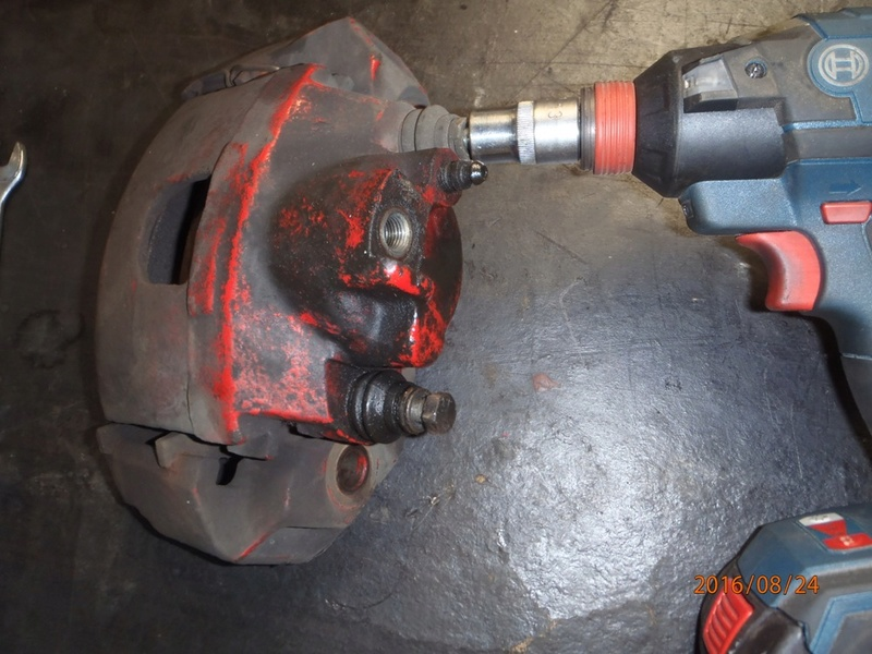 Train avant, démontage et révision, Frein, roulement, rotule, transmission.... P8240017