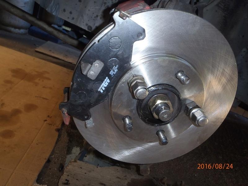 Train avant, démontage et révision, Frein, roulement, rotule, transmission.... P8240018