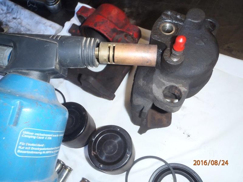 Train avant, démontage et révision, Frein, roulement, rotule, transmission.... P8240023