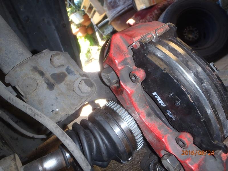 Train avant, démontage et révision, Frein, roulement, rotule, transmission.... P8240026