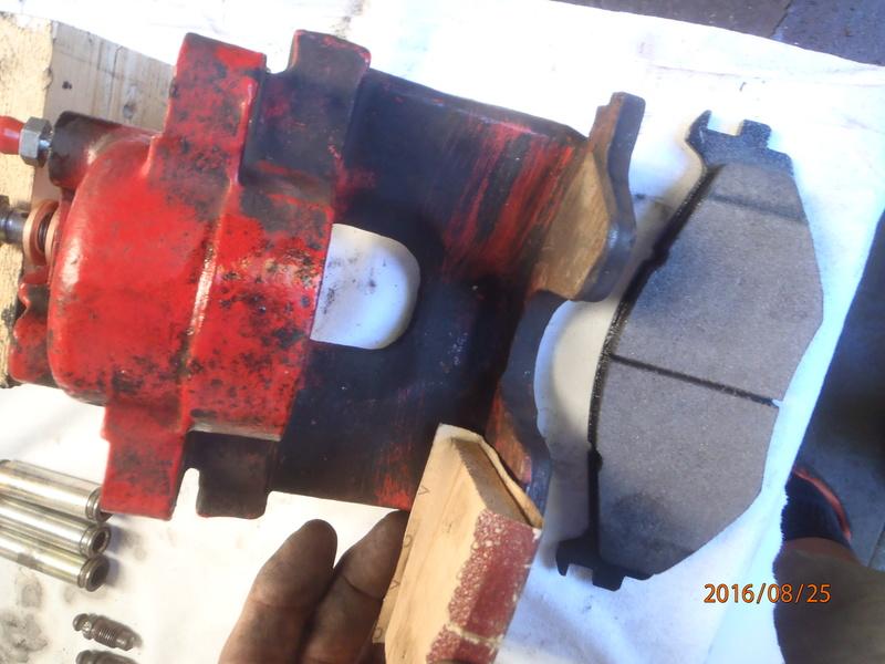 Train avant, démontage et révision, Frein, roulement, rotule, transmission.... P8250014