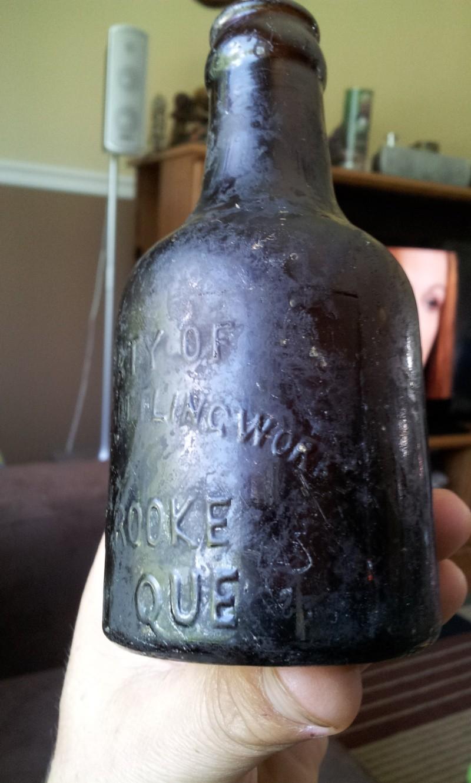 Petite Silver Spring Bottling Works, Sherbrooke Que.  02911