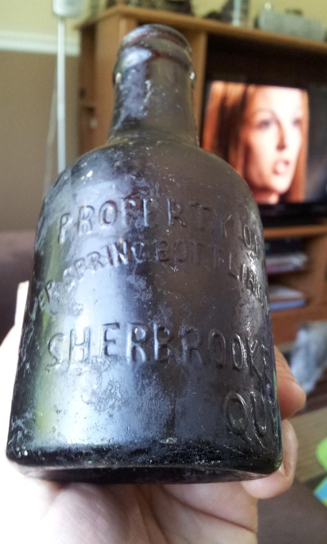 Petite Silver Spring Bottling Works, Sherbrooke Que.  03110
