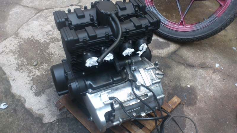Suzuki 400 gsxf   Bratstyle ou presque - Page 3 Dsc_1219