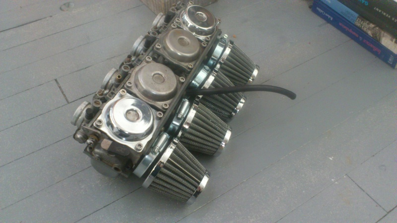 Suzuki 400 gsxf   Bratstyle ou presque - Page 2 Dsc_1315