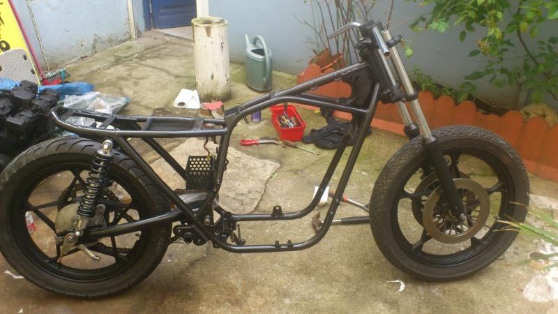 Suzuki 400 gsxf   Bratstyle ou presque - Page 3 Dsc_1320