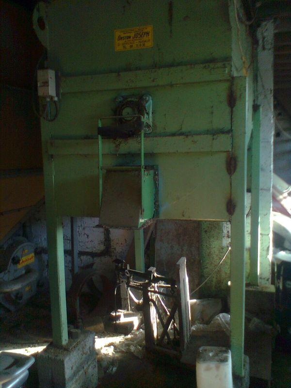 Les outils qu'on utilisait pour fabriquer de l'aliment pour bétail.  Malang10