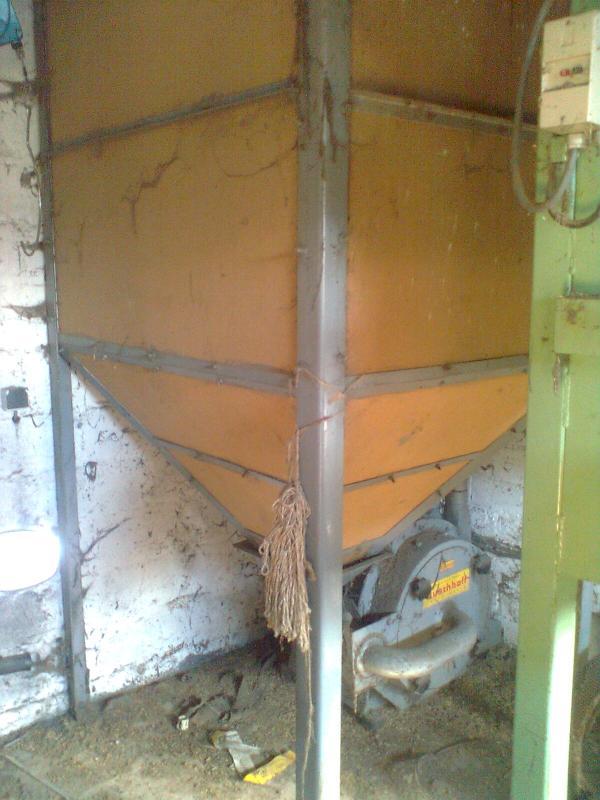 Les outils qu'on utilisait pour fabriquer de l'aliment pour bétail.  Moulin10