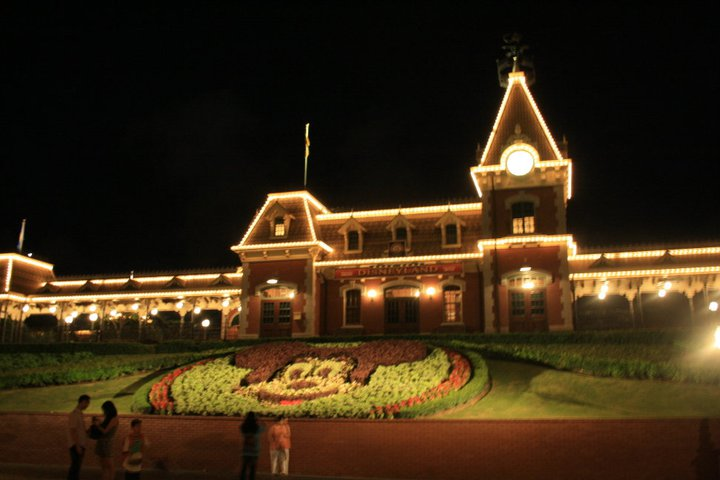 HONG KONG DISNEYLAND RESORT 26035310