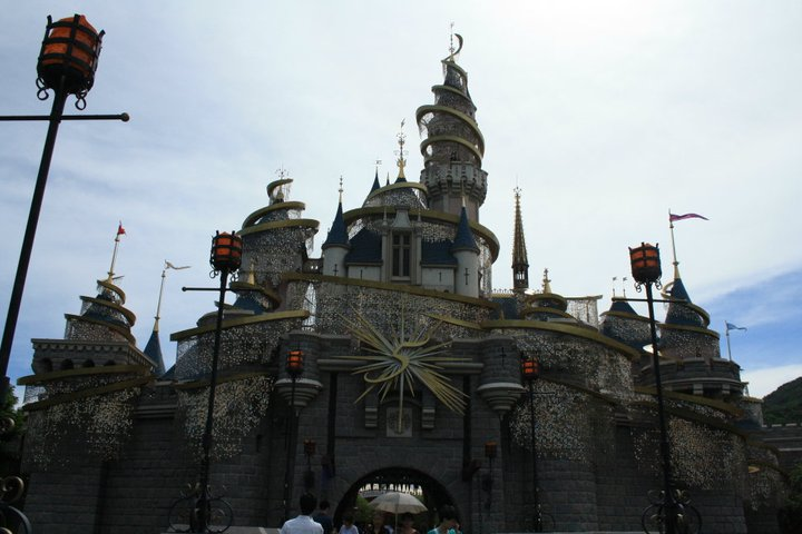 HONG KONG DISNEYLAND RESORT 26131910