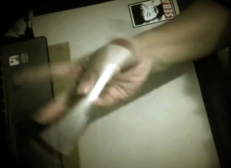 [Jeu] A qui appartient cette (jolie) main? - Page 4 We_kee10