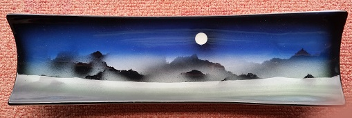 Who makes this moon view ware?  It was made by Barry Paine Gills_11