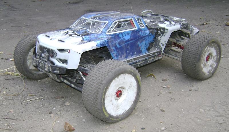 Arrma Monster Truck Nero BLX EDC /  Fazon & Big Rock de Trankilou&Trankilette - Page 3 Tof_1138