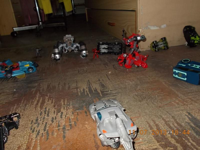 Guerres Transformers! Montrez-moi vos batailles et guerres épiques en photo ici. - Page 4 Mama_018