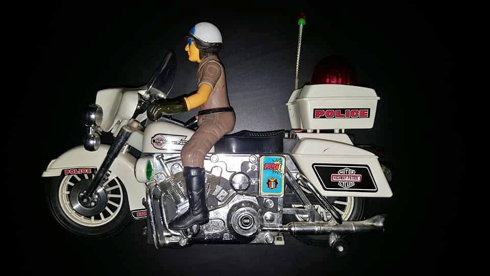 Jouets, jeux anciens et miniatures sur le monde Biker - Page 24 45355410