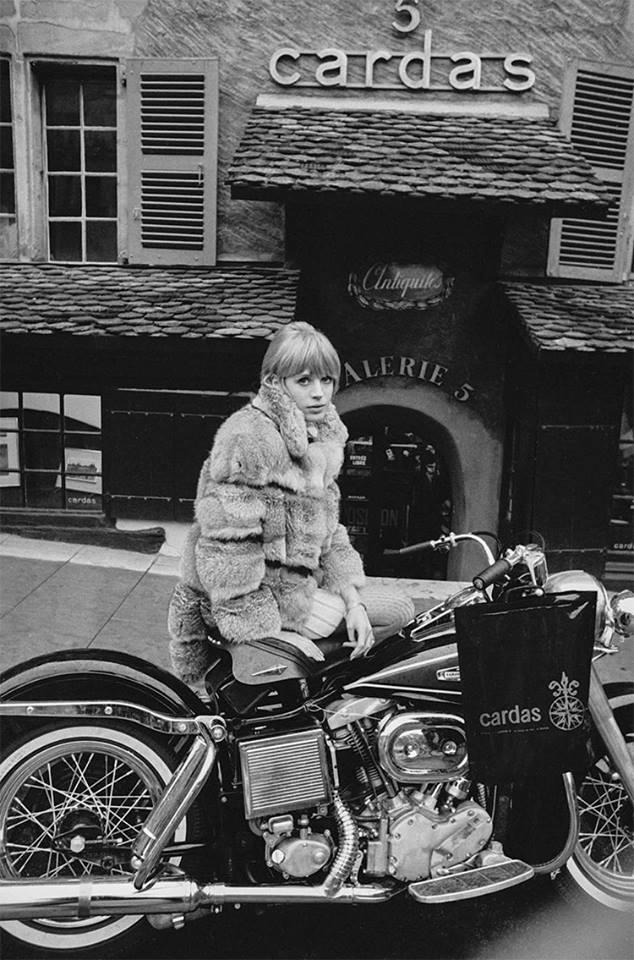 Ils ont posé avec une Harley, uniquement les People - Page 39 49074610