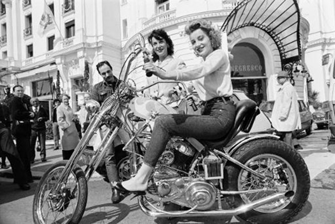 Ils ont posé avec une Harley, uniquement les People - Page 18 51f15810
