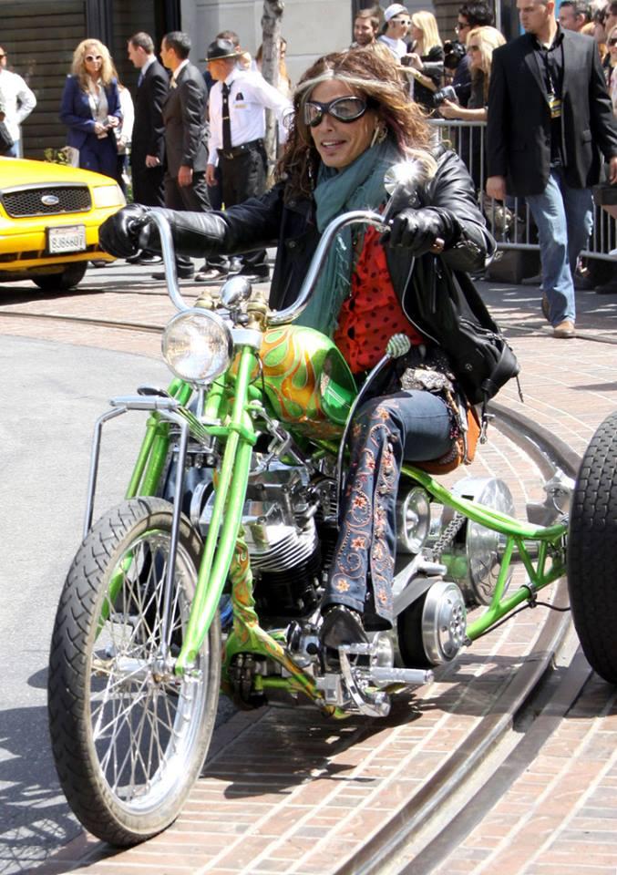 Ils ont posé avec une Harley, uniquement les People 53217010