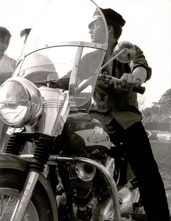 Ils ont posé avec une Harley, uniquement les People - Page 8 65934110