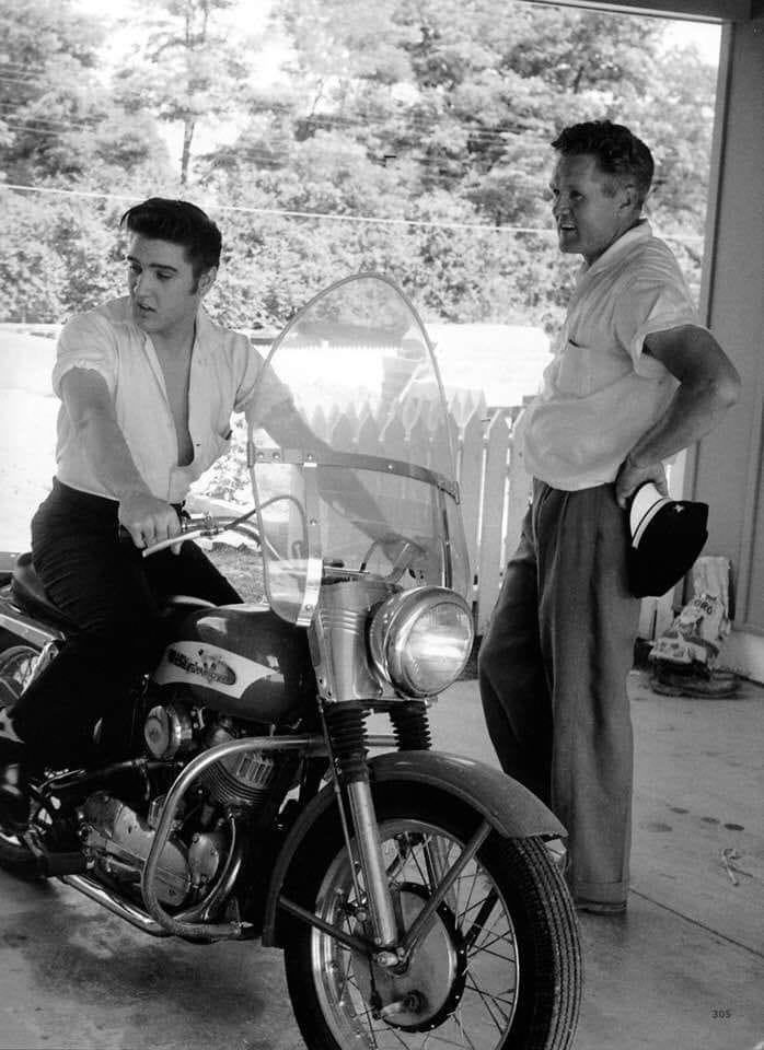 Ils ont posé avec une Harley, uniquement les People - Page 18 78401610