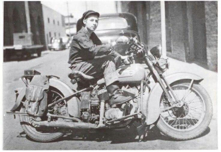 Ils ont posé avec une Harley, uniquement les People - Page 18 Bb888a10