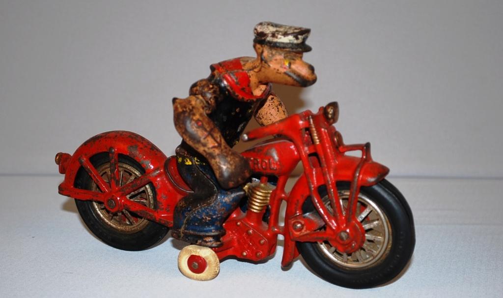 Jouets, jeux anciens et miniatures sur le monde Biker - Page 23 Popeye10