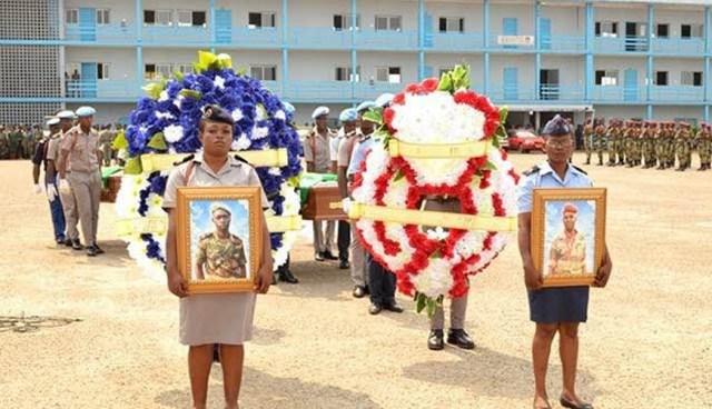 L'hommage de la République du GABON à deux parachutistes décédés en Centrafrique Hommag10