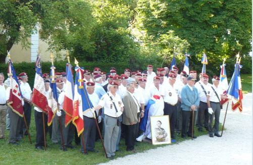 Stèle général Bigeard: à Aix les Bains, les rouges n'ont pas fait trembler les bérets rouges !  Bigear10