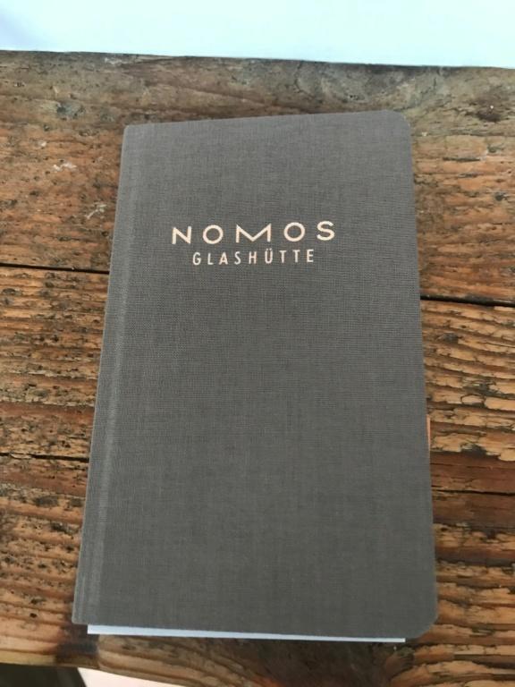 Le club des heureux propriétaires de NOMOS - tome III - Page 20 Img_4615