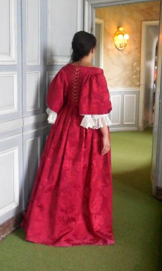 [Histo] Le Grand Habit de Marie Adélaïde de Savoie Dscn5712