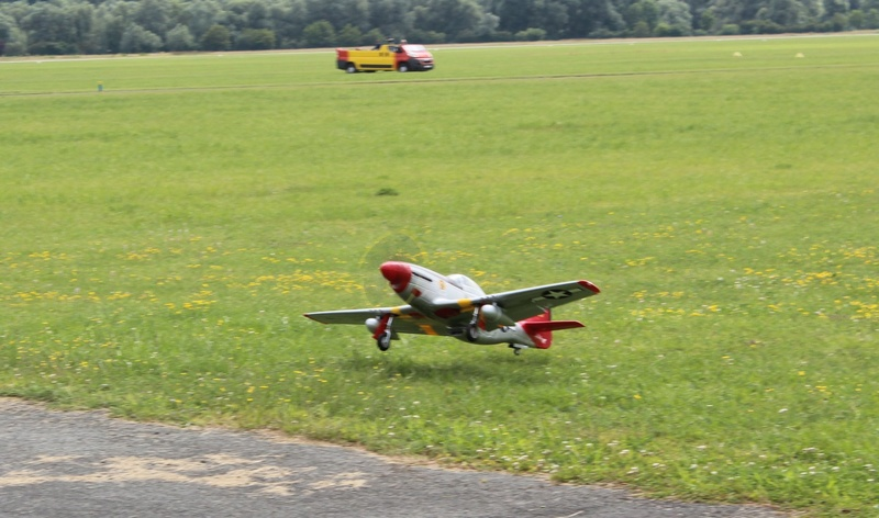 P-51 Mustang Red Tail 1200-i15