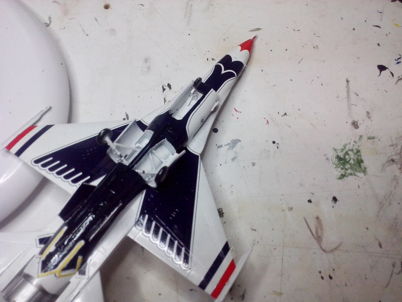 F-16D des Thunderbird (Hobby boss) - Page 2 Img_2019