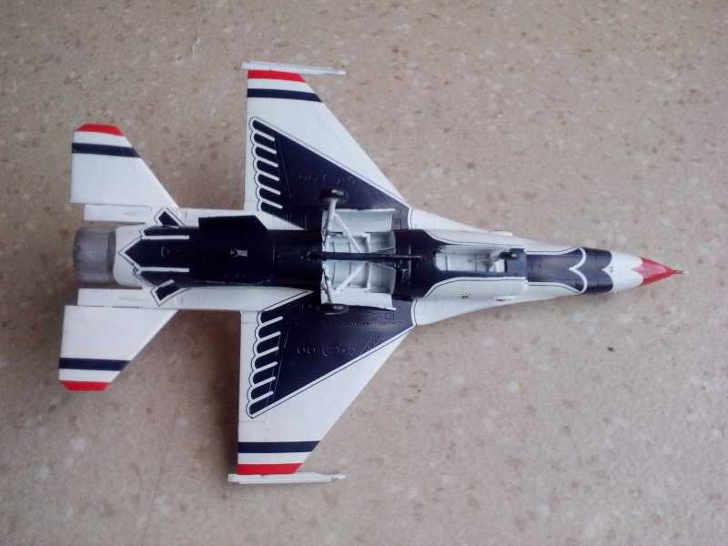 F-16D des Thunderbird (Hobby boss) - Page 2 Img_2020