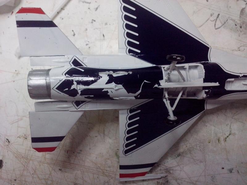 F-16D des Thunderbird (Hobby boss) - Page 2 Img_2022